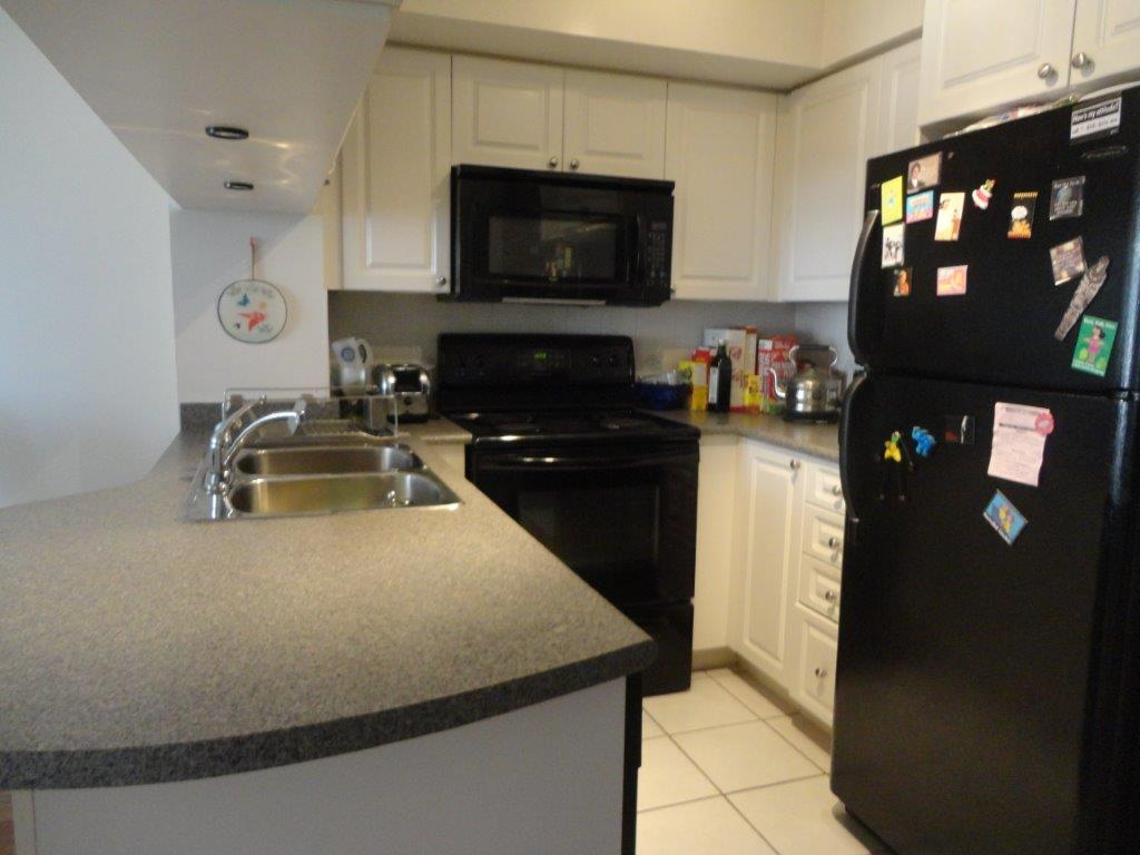4080 living arts condo for sale mississauga capital for Perfect kitchen mississauga